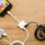 Appleがついに公式サイトで普通のイヤホンを使いながら充電が可能になるアダプターを販売